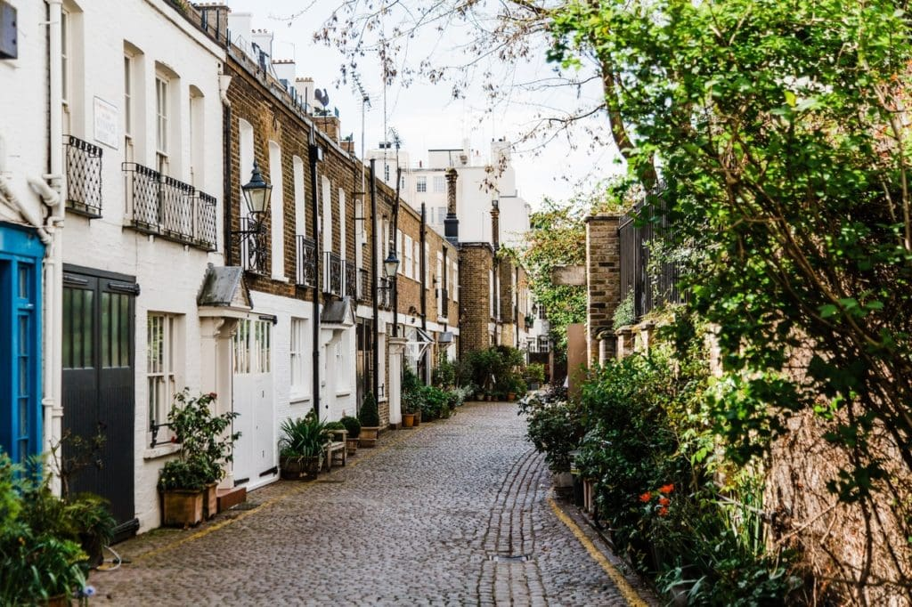 How much it costs to live in London England per month