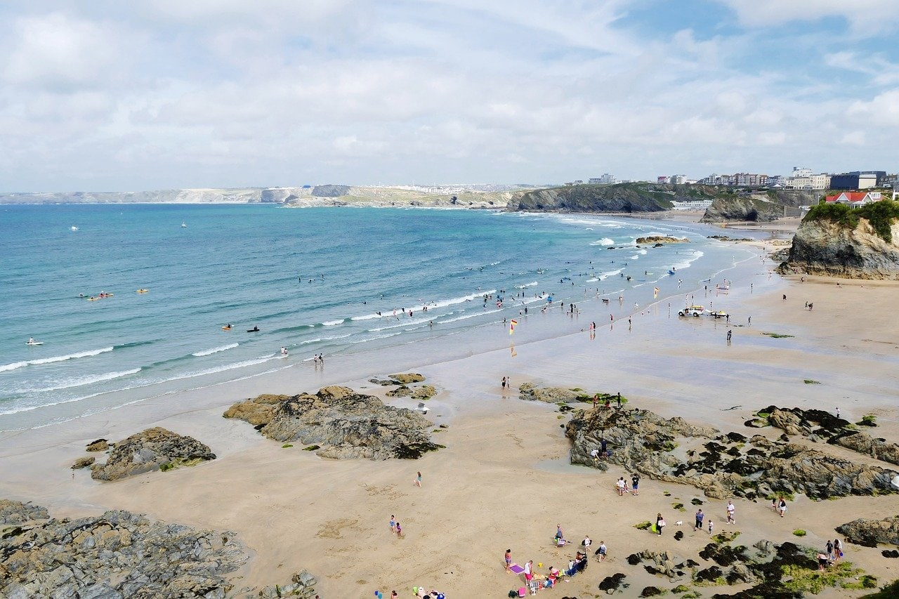 best surfing beaches in cornwall for beginners